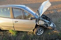 Nehoda renaultu u Sobotky.