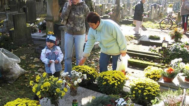 O Památce zesnulých vzpomene na své zesnulé příbuzné snad každý.