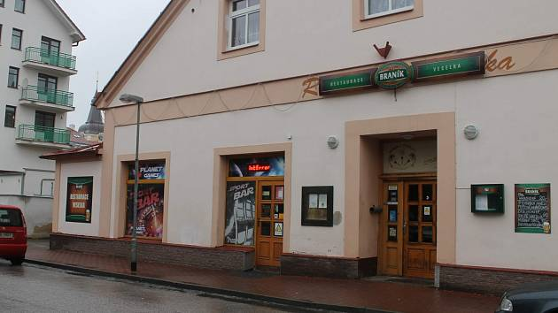 Jičínská restaurace Veselka s hernou.