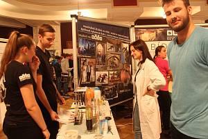 Krajskou prezentaci středních škol a zaměstnavatelů navštívilo hned po jejím zahájení několik desítek žáků devátých tříd.