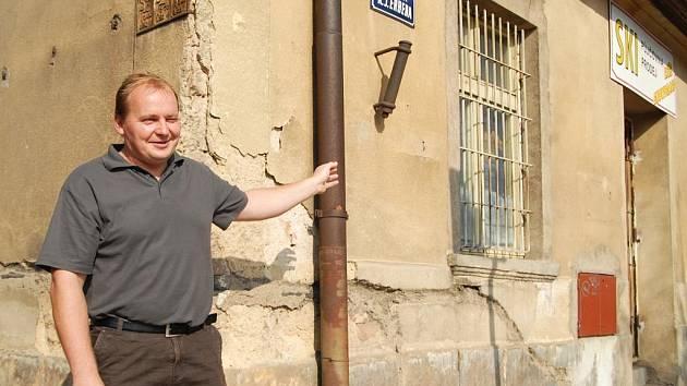 Starosta Miletína Miroslav Noseku budovy, kde vzniknou víčeúčelové prostory.