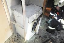O štěstí mohou hovořit majitelé bytu v Hořicích. Požár sušičky hasiči zkrotili dříve, než napáchal fatální škody.