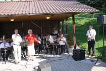 Z koncertu Kyzivátovy dechové hudby na Samšině.