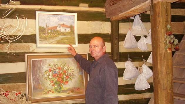 Jiří Qido Valter ve své galerii v Bukvici.