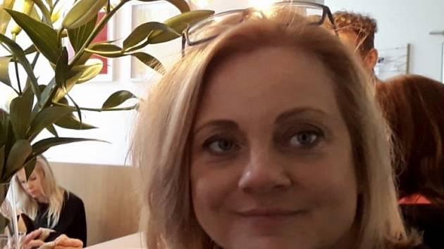Kadeřnice Martina Valášková a Ivana Smutná připravují jičínský salón na zprovoznění, první zákaznice po dvouměsíční odmlce tu přivítají v pondělí.