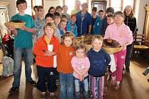 Pečení chleba ve Žďáru u Lomnice.