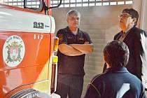 Hejtman Lubomír Franc u hořických dobrovolných hasičů.