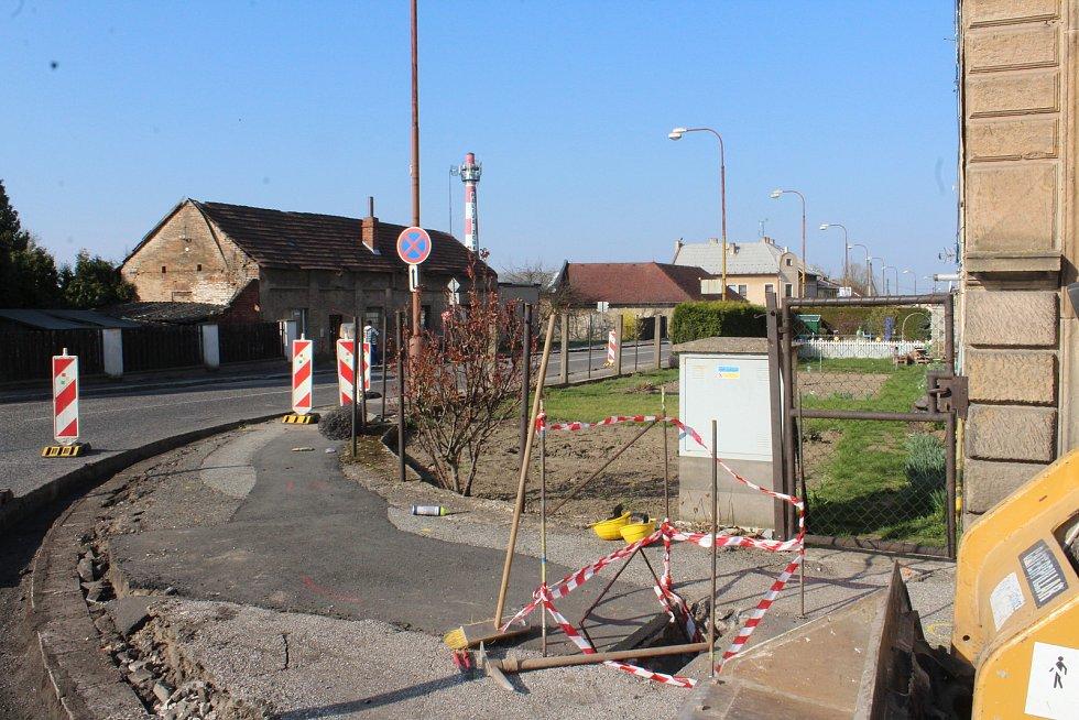 Most na obchvatu Hořic bude uzavřen pro dopravu 25. dubna. Nyní probíhá příprava objízdné trasy ulic Husova a Táboritská, do Hořic se denně povalí 14 tisíc aut.