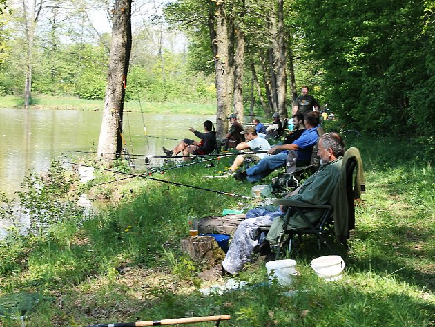 Rybářské závody u rybníka Jordánek.