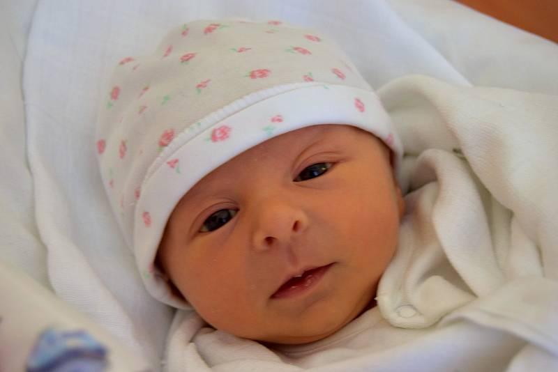 Nina Bubáková je na světě! Narodila se 19. září 2021 a ukázalo se, že má 3120 gramů a 48 centimetrů. Šťastní rodiče Kateřina a Martin Bubákovi i bráška Vojta (2,5 roku) jsou z Turnova.