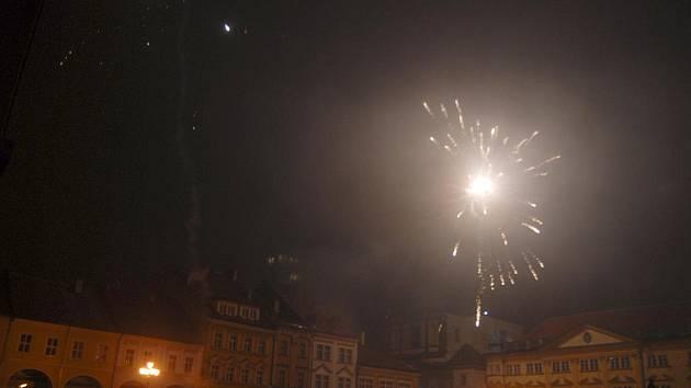 Silvestr na jičínském Valdštejnově náměstí.