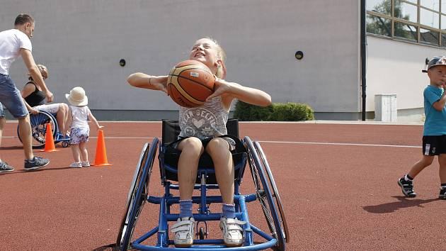 Akce Jedeme v tom spolu umožnila široké veřejnosti nahlédnout do světa hendikepovaných. Velký zájem byl zejména o basketbal na vozíku.
