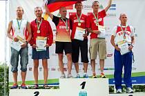 RADOSTNÝ POHLED. Pro stříbrnou medaili si vystoupil Bořek Jančík (vpravo).