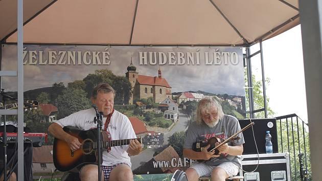Triangl folk fest zahájil letošní ročník Železnického hudebního léta.