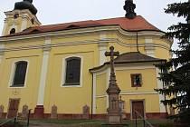 Barokní křížová cesta z roku 1772 v Pecce na Jičínsku se nachází v centru města na zdi kostela Svatého Bartoloměje. Tvoří ji kamenné reliéfy od Josefa Ledra, řezbáře a kameníka z Prahy. Původně byly vsazeny do hřbitovní zdi kolem kostela a po zrušení hřbi
