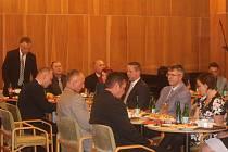 Lázně Bělohrad - Ustavující zasedání nových zastupitelů v sále Anenských slatinných lázní.