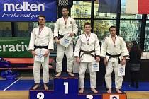 Jičínský judista Michal Vaníček zcela vpravo na bronzovém stupni vítězů.