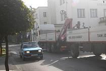Nadměrný provoz v bělohradské Lázeňské ulici.