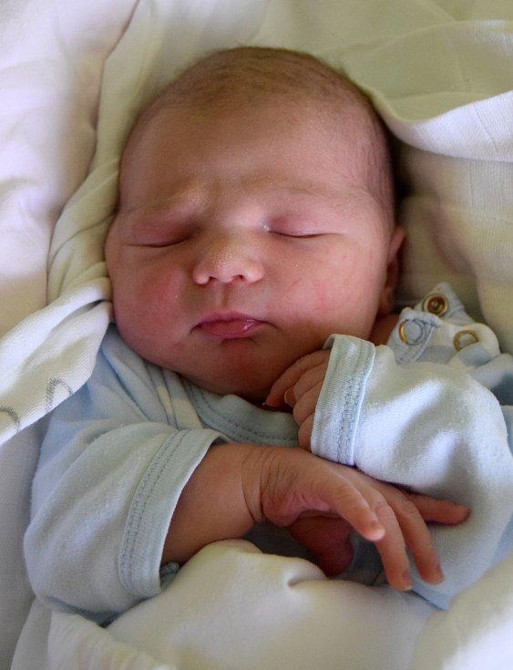 Jakub Bareš se na svoji maminku Kateřinu Viplerovou poprvé usmál 1. srpna, kdy se narodil s porodní váhou 3,48 kg a mírou 50 cm. Doma v Jičíně se na oba těší tatínek Martin Bareš.