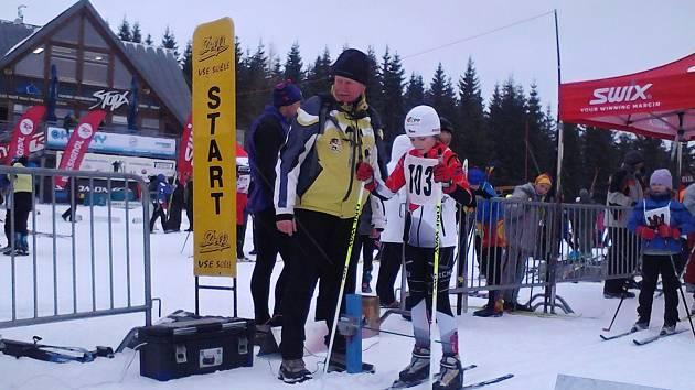 Eliška Peterková na startu.