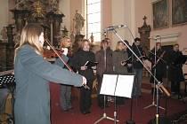 Ludmila Šulcová při koncertu v kostele sv. Jakuba v Jičíně.