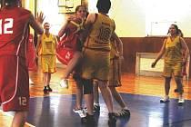 Basketbal je někdy tvrdý sport...