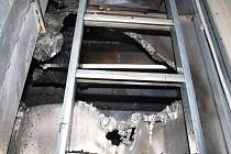 Čtyři jednotky hasily požár sušící věže na kukuřici v Úlibicích
