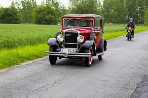I když v upraveném programu, přesto se v Jičíně uskutečnilo setkání majitelů aut vyrobených do roku 1945.