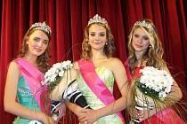 Tři nejkrásnější dívky roku 2011. Zleva druhá Michaela Nedomová z Ostravy, vítězka soutěže Adéla Bittnerová z Třemošné a na třetí příčce stanula Kristýna Kubíčková rovněž z Ostravy.