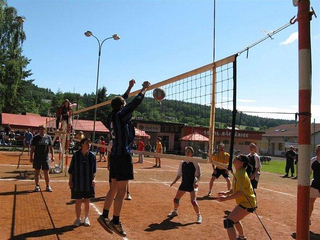 Z turnaje v přehazované ve Dřevěnici.