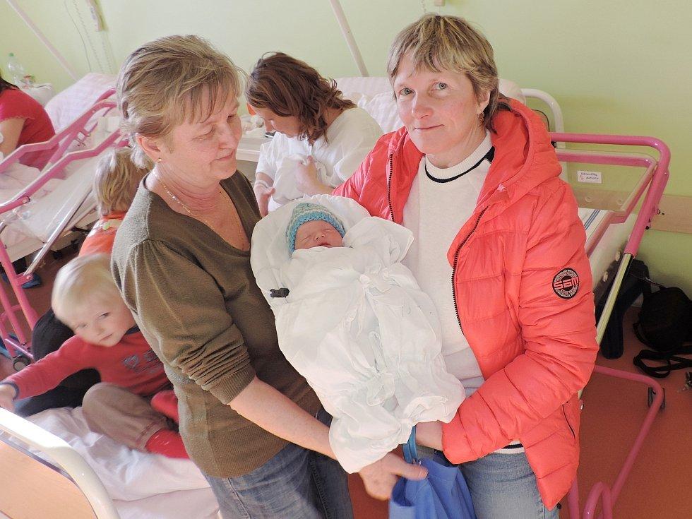 ANTONÍN NECHVÁTAL  (2,63 kg, 47 cm) přibyl ve čtvrtek 16. března do rodiny Jaroslavy a Marka Nechvátalových z Dolního Bousova. Na brášku už se těšili také sourozenci pětiletý Vendelín a tříletá Alžběta.