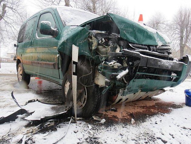 Dopravní nehoda s lehkým zraněním.