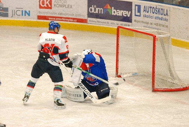 Hokejisté Jičína navázali na plný bodový zisk a na domácím ledě přehráli druhý celek loňské sezony, Náchod. A to jednoznačně – 6:1.