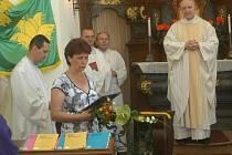 Symboly obce Bukvice představila ještě před jejich vysvěcením starostka Eliška Formanová.