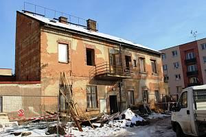Nevyužitá budova č.p. 1355 v blízkosti náměstí Jiřího z Poděbrad se dočká kompletní rekonstrukce za 4,5 milionu korun.