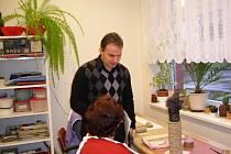 Patron Nadačního fondu Modrá Niké Zdeněk Lhota a jedna z klientem hořického ústavu.