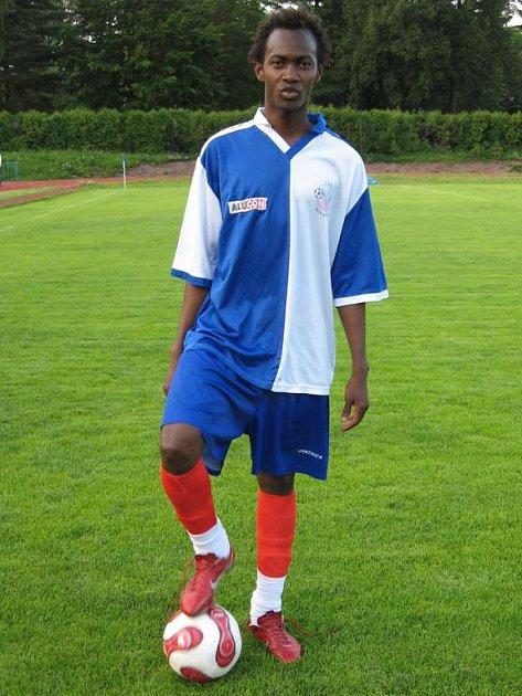 Novopačtí fotbalisté zkoušejí v přípravě exotickou posilu Lamine Camaru z Nové Guiney.