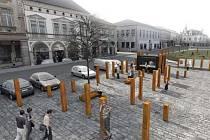 Projekt novopackého náměstí s kůly.