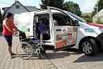 Sdružení Sportem proti bariérám převzalo nový asistenční vůz.