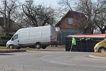 Nehoda dodávky s přívěsem v Úlibicích.