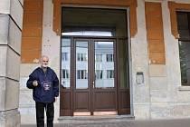 BOHDAN ČANČÍK slíbil, že už si v zimě v sále novopackého hotelu Centrál určitě zatančíme.
