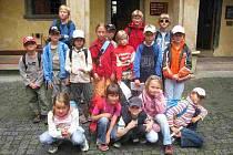 Děti navštívily výstavu čertovských loutek.