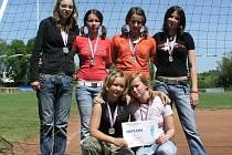 Jičínské volejbalové družstvo mladších žákyň.