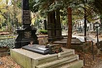 Miletínští pečují o hrob K. J. Erbena.