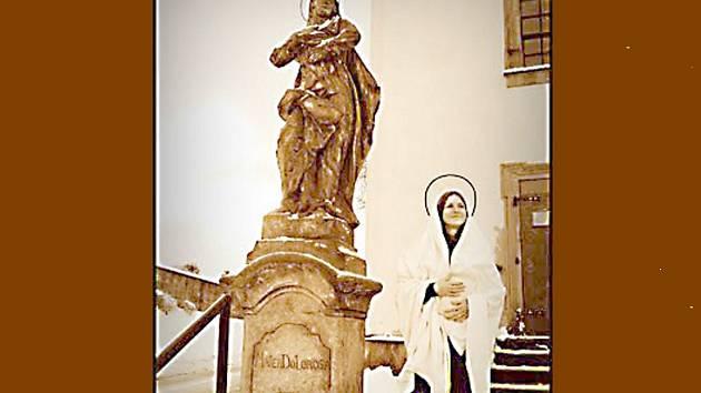 Socha Panny Marie Bolestné v Nové Pace.
