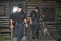 Policie při kontrole chat