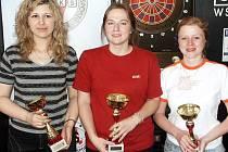 Nejúspěšnější ženy Úpického šipkařského víkendu, zleva Dagmar Komorová, Alena Procházková a Lenka Schedivá.