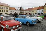 O víkendu si u Jinolických rybníků dali dostaveníčko majitelé trabantů. Součástí spanilé jízdy byla i výstava vozidel na jičínském náměstí.