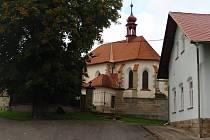 Údrnická náves s kostelem sv. Martina.
