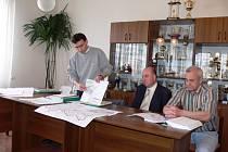 Z jednání odborníků s valdickou veřejností ohledně obchvatu již v roce 2008.